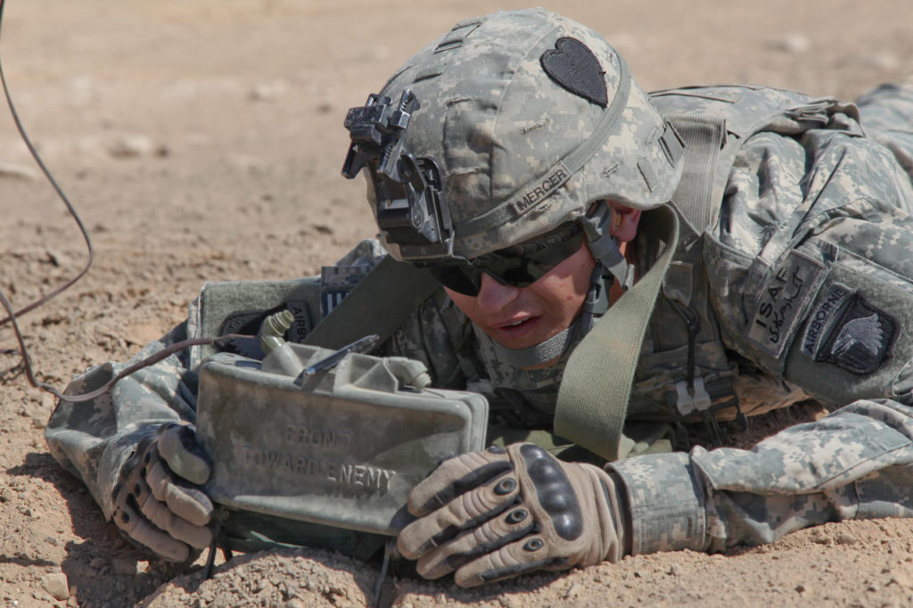 Placing a claymore mine