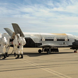 Secret US Space Shuttle Mission Lands in Florida After 2 Years